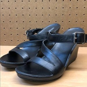 Kenneth Cole Unlisted Wedge Sandals size 8